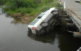 Микроавтобус упал в реку в Забайкалье - пострадали четыре человека