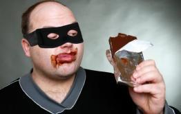 В Красночикойском районе грабители похитили ноутбук и конфеты