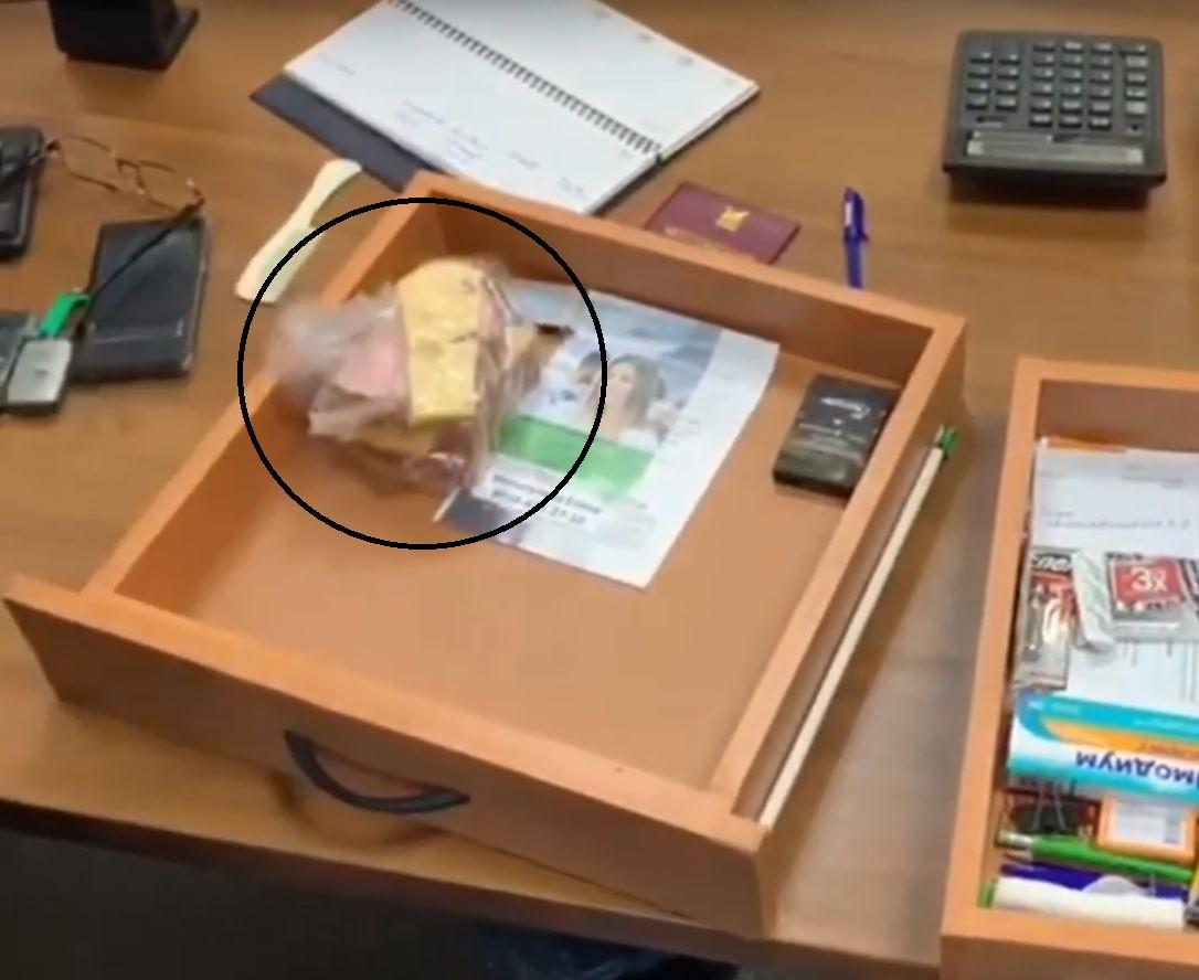 Во время обыска у экс-ситименеджера Читы были обнаружены бутерброды с сыром и дешевой колбасой. Чита 13.02.2020