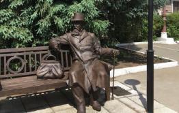 В Иркутске на открытии памятника забайкальскому купцу Михаилу Бутину желающих кормили пловом
