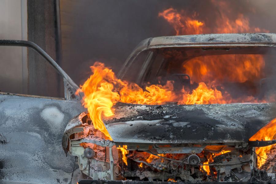 Забайкалец сжег машину докучавшего его матери односельчанина