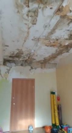 XXI век. Потолок детсада в Ясногорске. 12 августа.