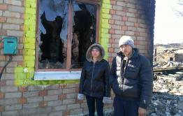 Пожар в Унде перешел на дома с горящей свалки