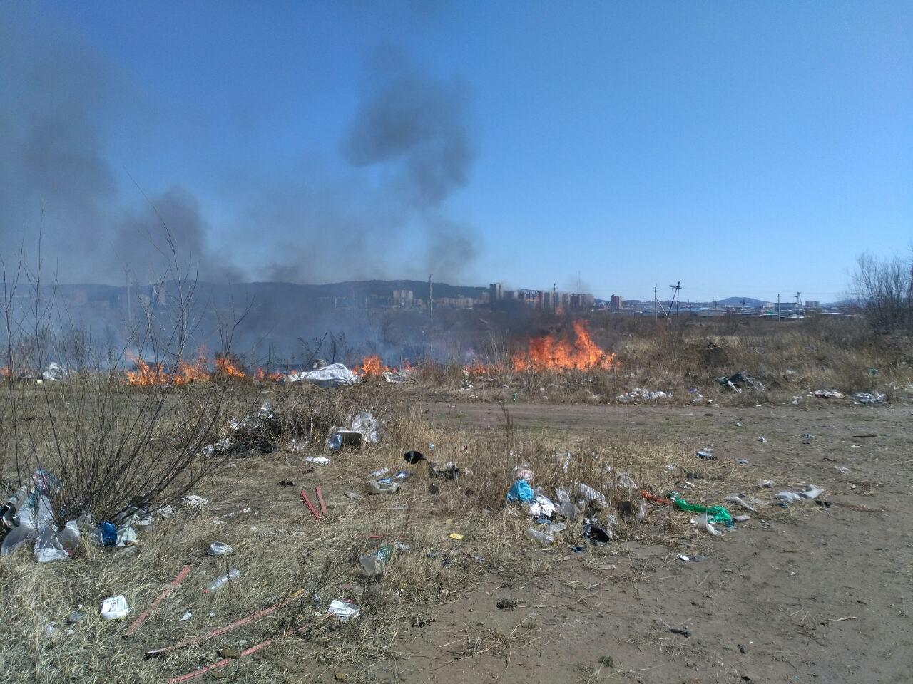 Степные пожары добрались до Читы: Загорелась свалка на Романовском тракте рядом с металлобазой (Видео)