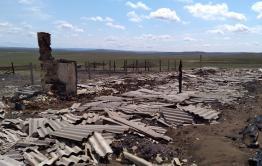 90 человек спасали село Улан-Цацык от степных пожаров
