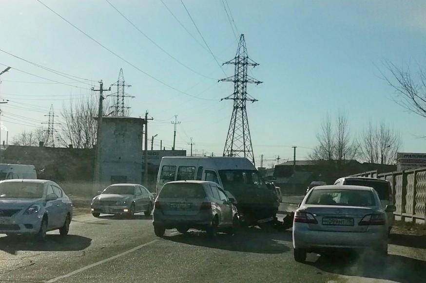 Иномарка и маршрутка «лоб в лоб» столкнулись в Чите