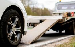 Читинец вызвал погрузчик и украл авто с поломанным колесом, пока водитель ездил за помощью
