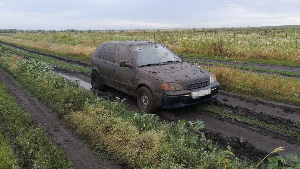 В Забайкалье мужчина на глазах у хозяина машины украл из нее колеса