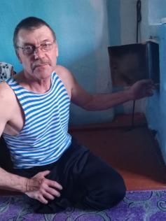 Ветеран, потерявший обе ноги в Афгане, из-за бездействия властей вынужден жить в неблагоустроенном доме. Подробности в следующем номере.