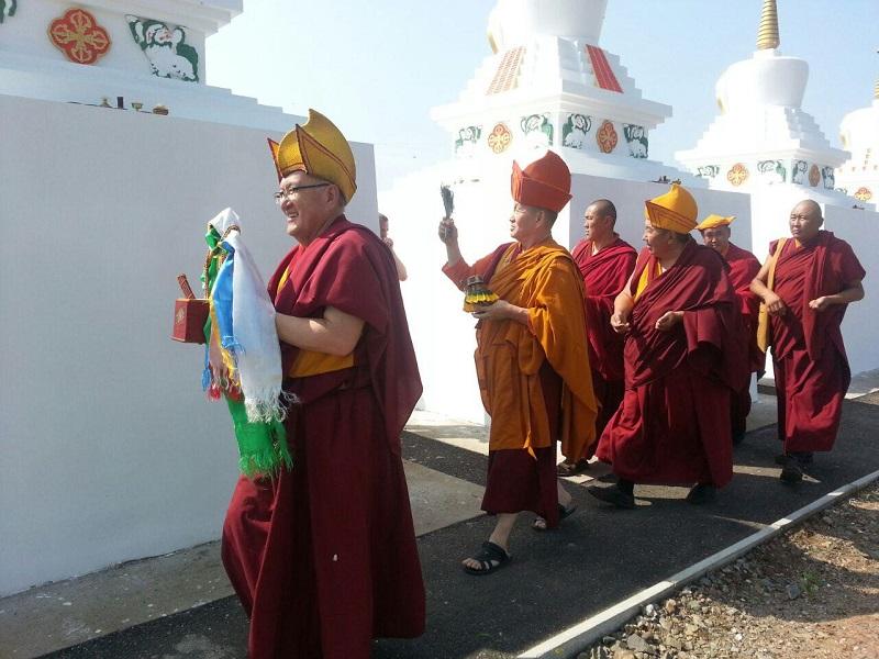 На Алханае состоялось освящение 8 буддийских ступ