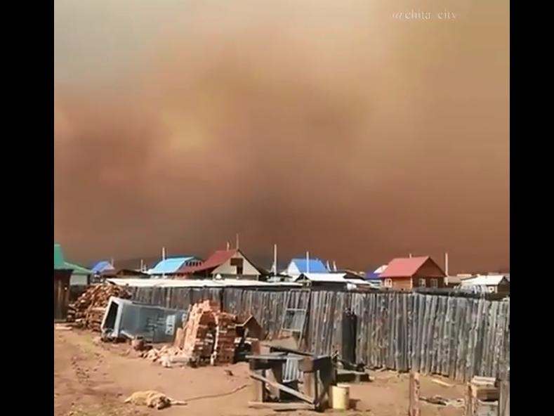 Лесной пожар идет параллельно Карымской, его тушат 50 человек