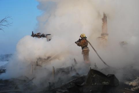 Трехлетний ребенок и двое взрослых погибли на пожаре в Новой