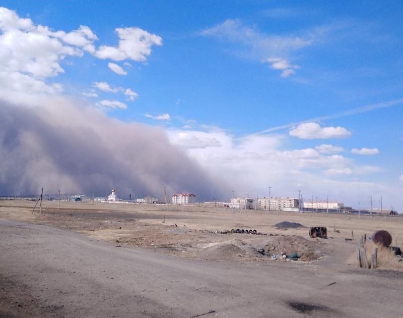 Страшная пыльная буря пришла в Забайкальский район  (видео)