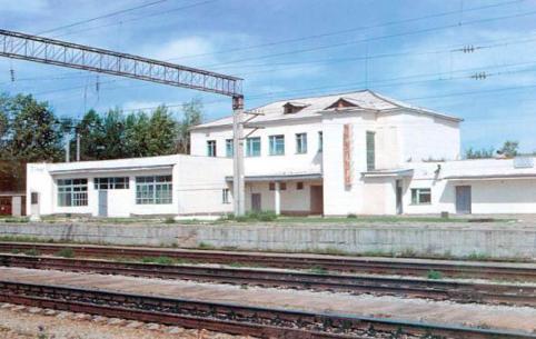 В Забайкалье задержались пригородные поезда из-за упавшего контейнера с грузового поезда