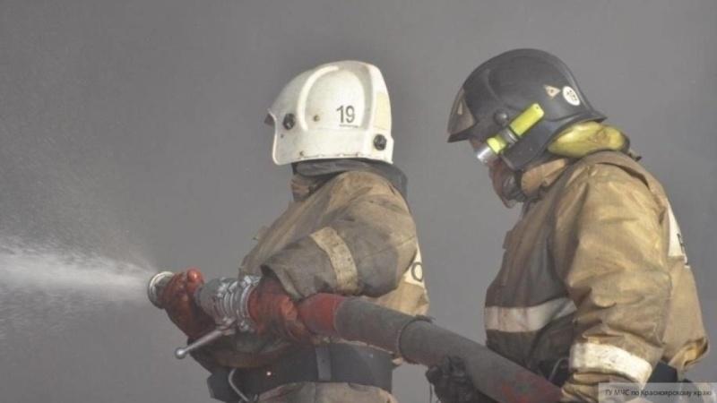 В Чите спасатели эвакуировали 17 человек из-за пожара в административном здании