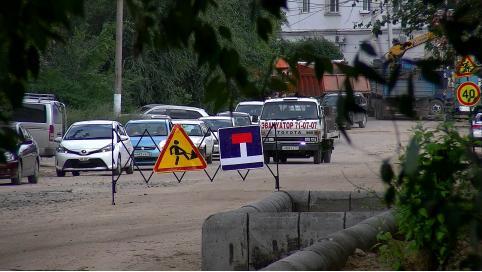 Прокуратура начала проверку по факту обвала котлована в центре Читы. Из-за него десятки домов остались без воды, а на улицах образовались заторы.