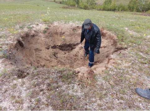 Дыры неизвестного происхождения вновь угрожают жителям забайкальского села