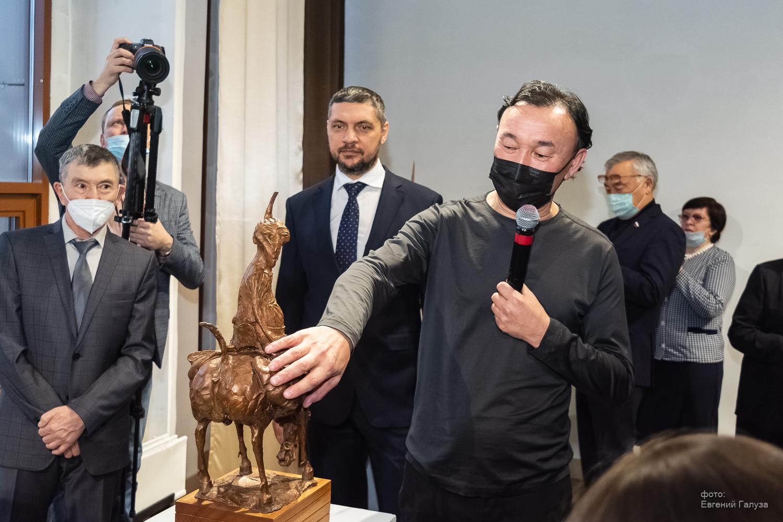 В Чите открылась выставка всемирного известного скульптора Даши Намдакова