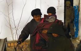 Нашлась мать детей, живших с отцом в заброшке в Чите (видео)