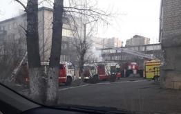 Пожарные спасли семь человек из горящей квартиры на Балябина