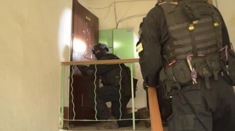 Владелец СТО и двое его знакомых похитили и избивали двух читинцев, вымогая деньги (видео)