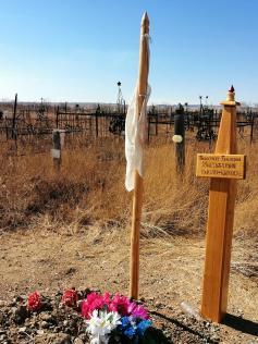 На бурятских могилах не ставят крестов, но разве от этого легче (парафраз). Радуница, Забайкалье, 28 апреля 2020.