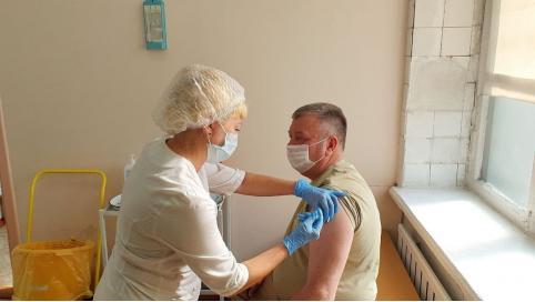 Гурулёв поставил прививку от COVID-19 (видео)