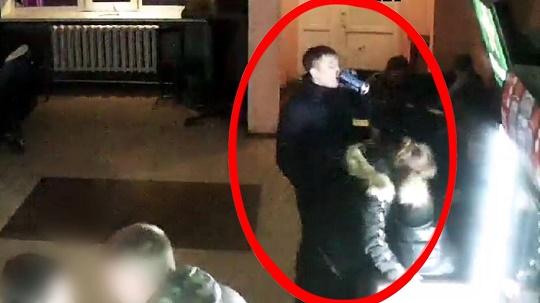 Полиция Читы ищет вора, который украл телефон в одном из баров города