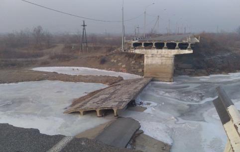 Депутаты Госдумы осмотрели разрушенный наводнением Каштакский мост в Чите
