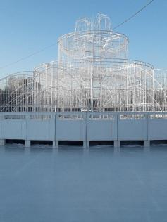 Вот эту красоту - каток и светодиодный фонтан открыли вчера, 24 декабря.