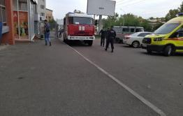 Полиция, скорая и пожарные собрались у дома на Бабушкина в Чите из-за дипломата с рыболовными снастями