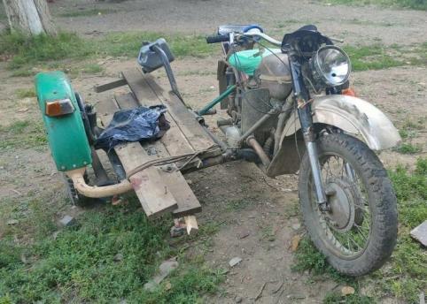 Мотоциклист без прав врезался в дерево и умер в Забайкалье