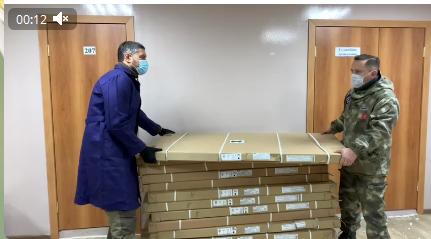 Губернатор Забайкальского края помогает волонтерам (видео)