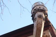 Резной водосток - произведение искусства украшает фасад здания по ул. Бабушкина в Чите. Со страницы тг-канала мэрии. 10.02.2021.