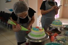 """Как девчонки """"Вечорки"""" торты украшали. Канун 8 марта, Чита."""