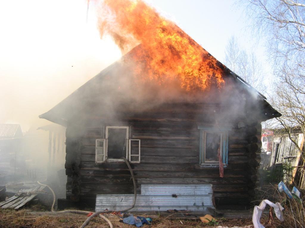 В Акшинском районе мужчина поджег дом сестры из-за обиды