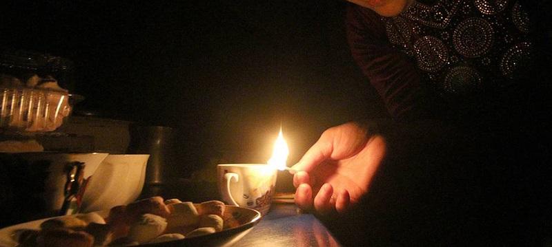 Жители станции Сосняк в Карымском районе сутки просидели без света. Нанимать электрика пришлось за свой счет