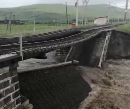 Как минимум два ж/д моста обрушены на Транссибе в Забайкалье (видео)