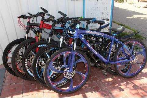 В Могоче бомжи из магазина украли пять велосипедов