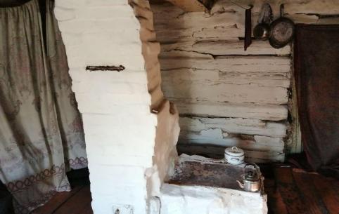 Пенсионерка из Дарасуна сравнивает свое жилье с собачьей конурой