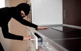 Девушка, с которой читинец познакомился в соцсети, пришла к нему в гости и обокрала квартиру