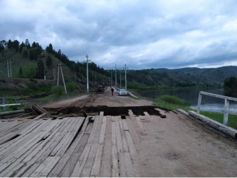 Дорожники начали делать объезд на месте обрушения моста в Петровск-Забайкальском районе