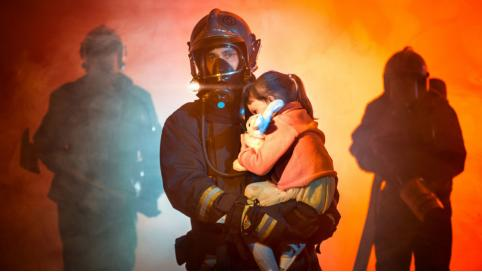 Пожарные Краснокаменска спасли ребёнка из горящей квартиры