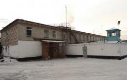Сотрудника ИК-5 в Чите арестовали по подозрению в получении взятки - он проносил зэкам коньяк и телефоны
