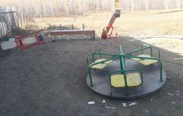 Из села под Читой убрали детскую площадку – за год ее ломали десятки раз