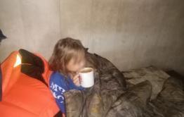 Следователи проверят семью девочки, которая плавала одна на Кеноне в Чите