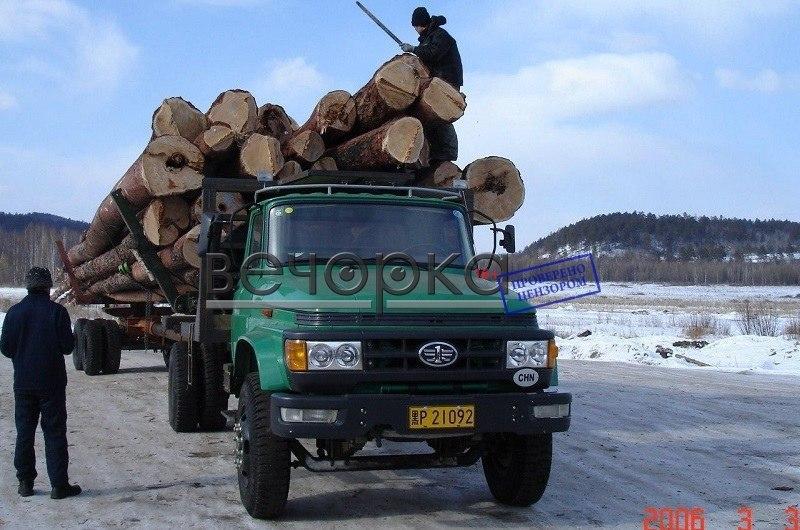 """Недавно китайцы отказались от Амазарского целлюлозно-бумажного комплекса. Сколько леса было вывезено в КНР - одному богу известно. Вот говорящее фото из архива """"Вечорки"""", 2006 год."""