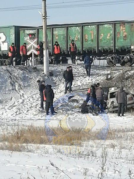 Пьяная женщина без прав врезалась в поезд в Читинском районе. Пострадала ее 4-летняя дочь.