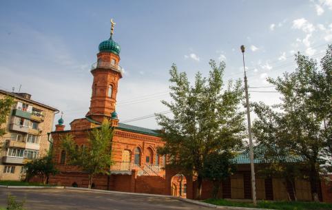 Руководитель Читы Сапожников поздравил местных мусульман с Ураза-байрамом. Они отмечают его вне мечети