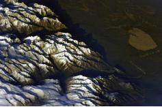 Российский космонавт Иван Вагнер опубликовал на своей странице «ВКонтакте» 18 октября фотографии Чарских песков, сделанные с борта Международной космической станции.  Ну красота же!